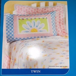 Brand new floral Twin sheet set